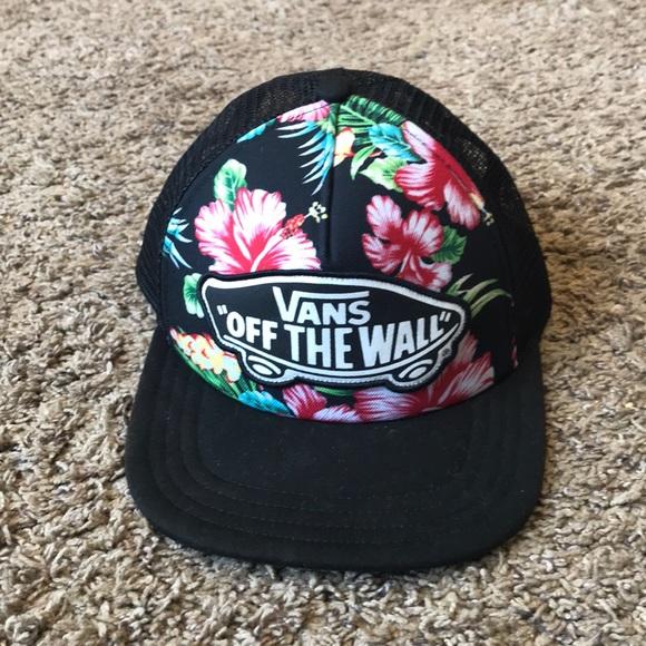 23f1b7f9be6 Women s Vans SnapBack hat...EUC. M 5b30129da5d7c64b870c5800